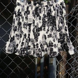 NWT Nordstrom Medium daisy skirt. Unlined. Lovely